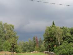 Bourka prichazejici odVsetina 28.7. 2014, naVsetínsku přinesla přívalový déšť